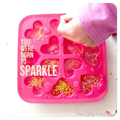 Add some sparkle into your drinks but making these DIY Glitter Ice Cubes {using edible glitter}