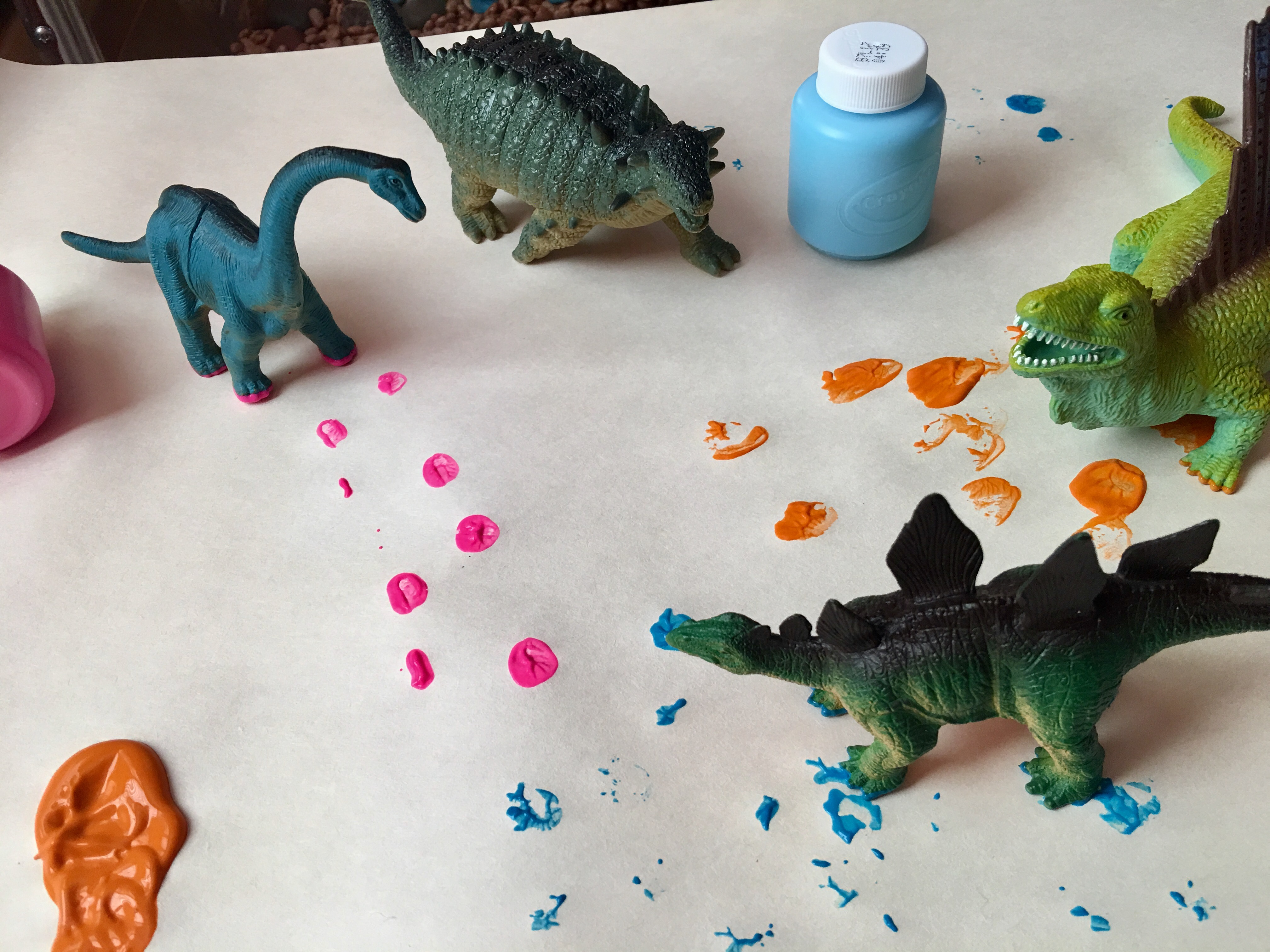 Dinosaur Stomping: creating simple art projects for exploring dinosaurs. #processart
