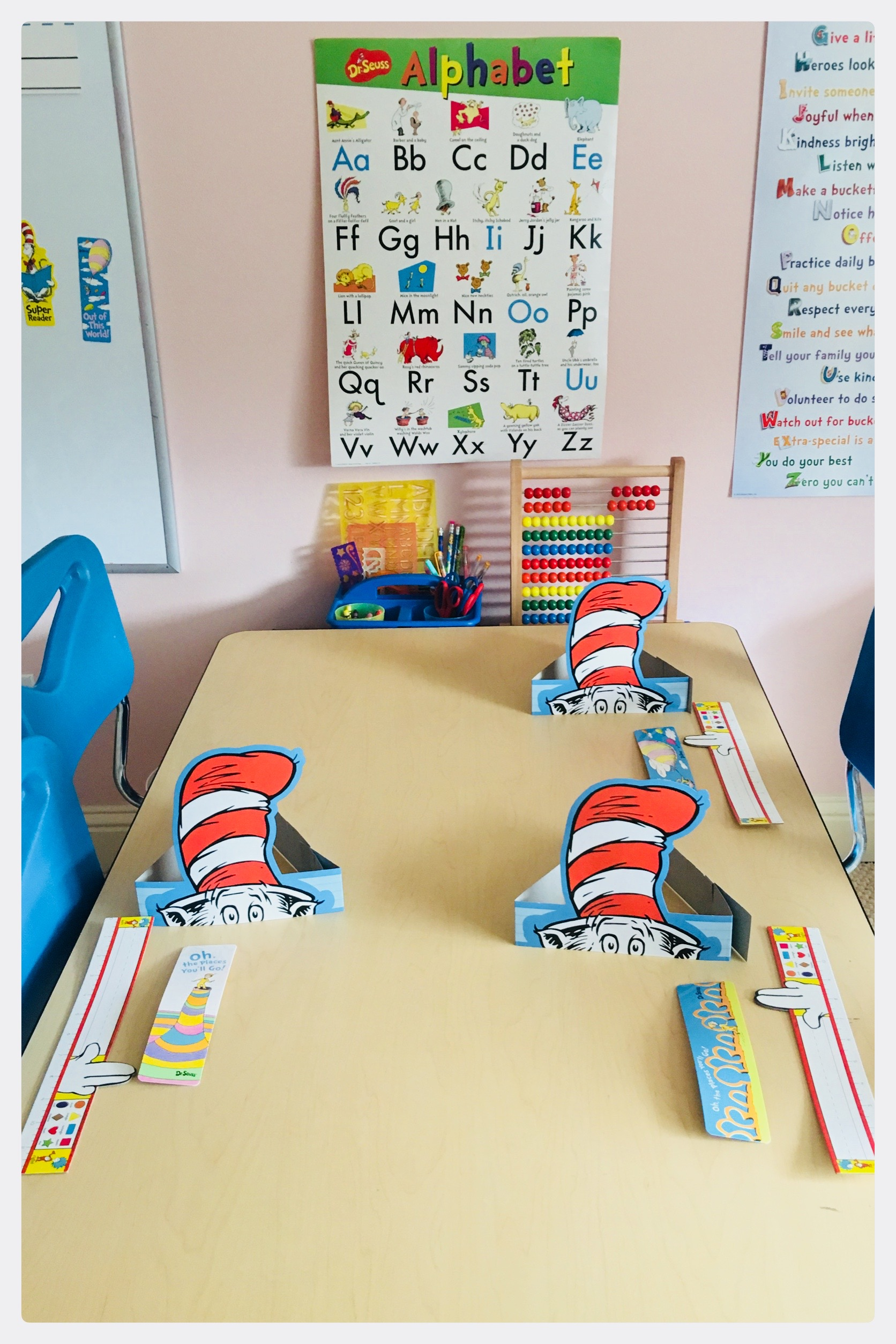 💙 The Cat In The Hat Sensory Bin ❤️ With Dr. Seuss's Birthday just around the corner and Read Across America Day quickly approaching, I thought I'd share some of our favorite Dr. Seuss Inspired play! 💙 Sensory bins, Cat in the Hat hats, name tags, playroom decor, etc