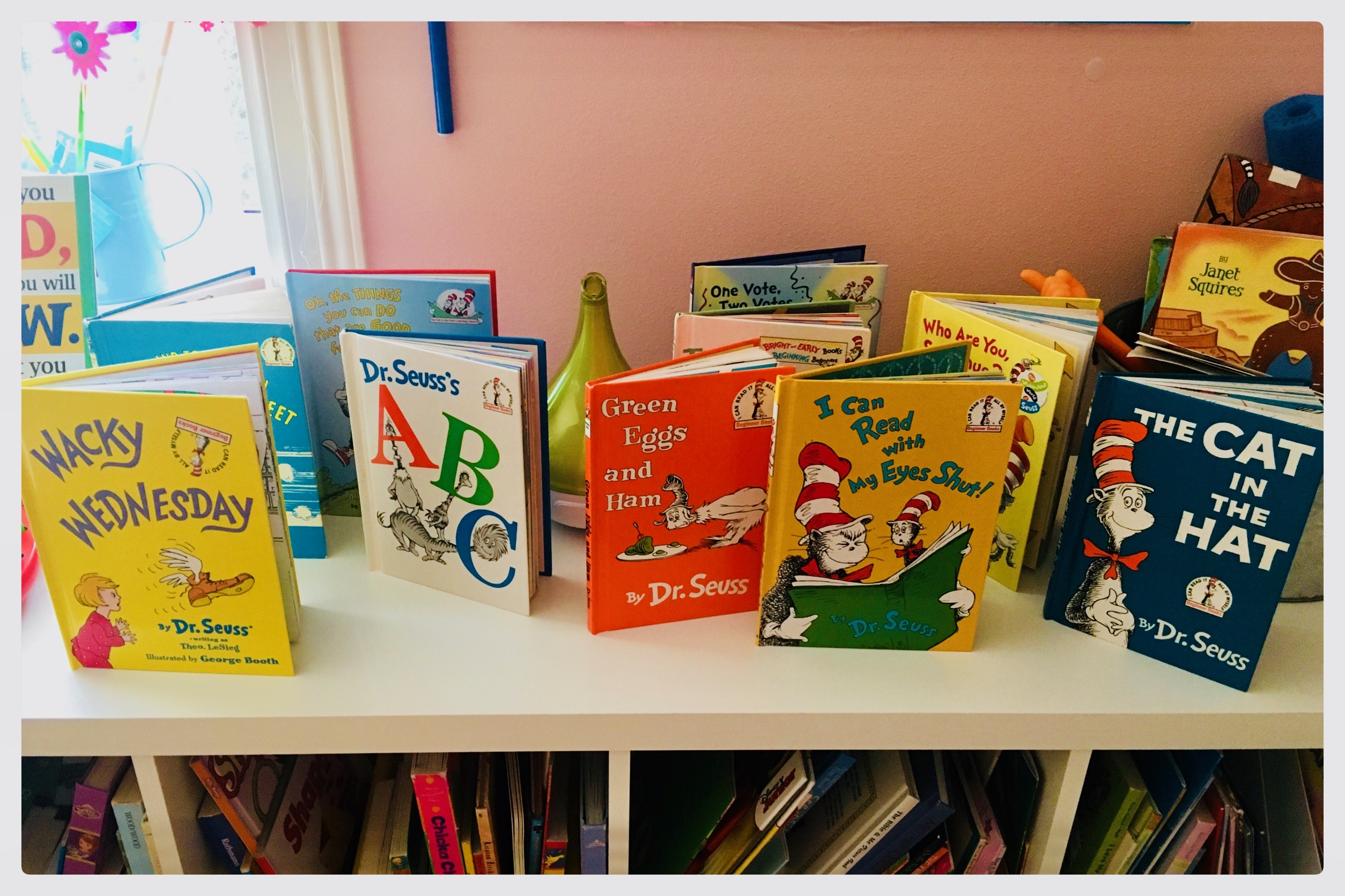 💙 The Cat In The Hat Sensory Bin ❤️ With Dr. Seuss's Birthday just around the corner and Read Across America Day quickly approaching, I thought I'd share some of our favorite Dr. Seuss Inspired play! 💙 Sensory bins, Cat in the Hat hats, name tags, playroom decor, and this literacy center set-up