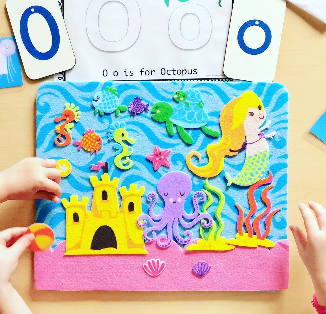 Creating simple table activities to encourage sensory play, ocean theme, and literacy (O is for Ocean & Octopus) @how2playtoday