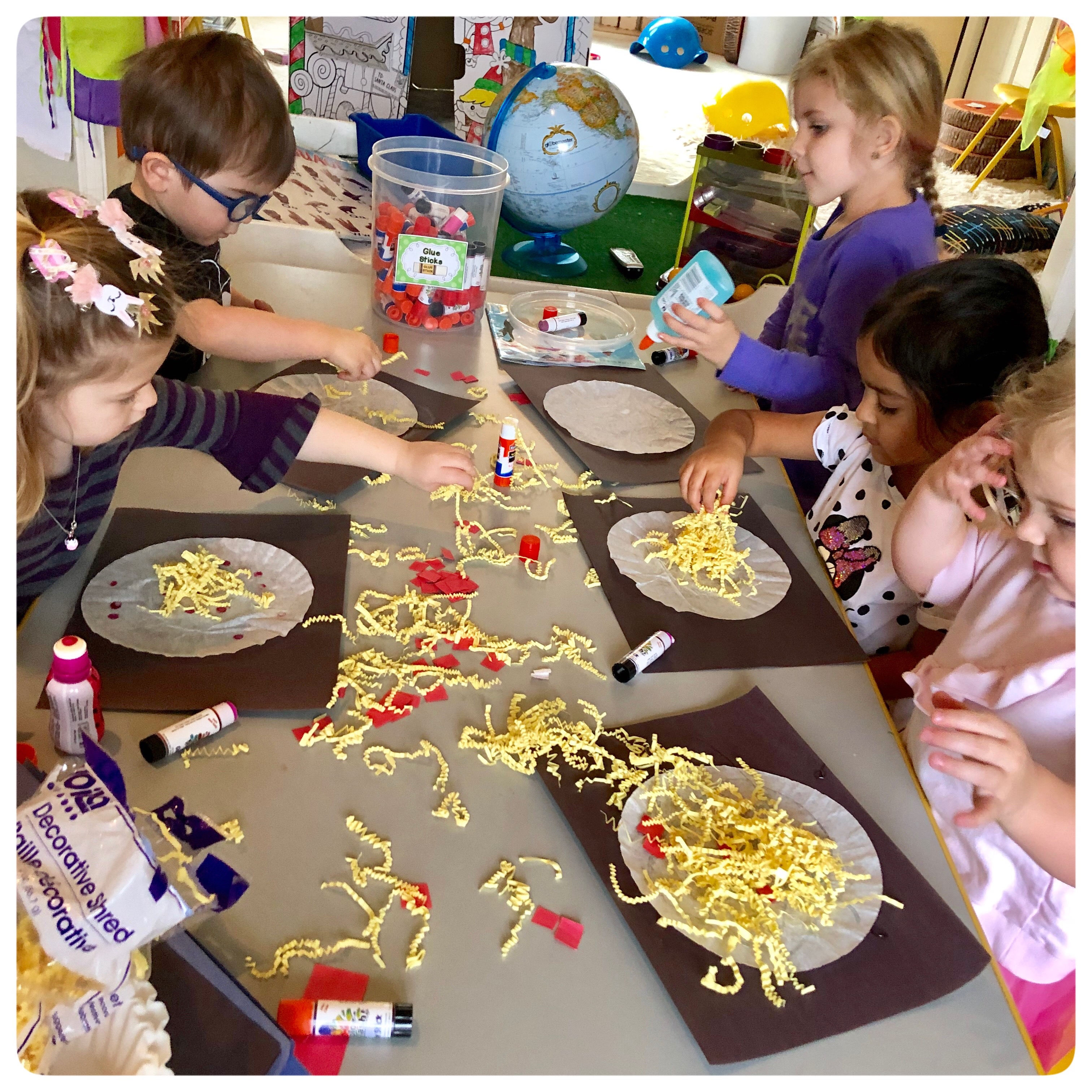 🍕P I Z Z A C R A F T 🍕 We're learning about the letter P and I love using sensory materials to help with their learning.