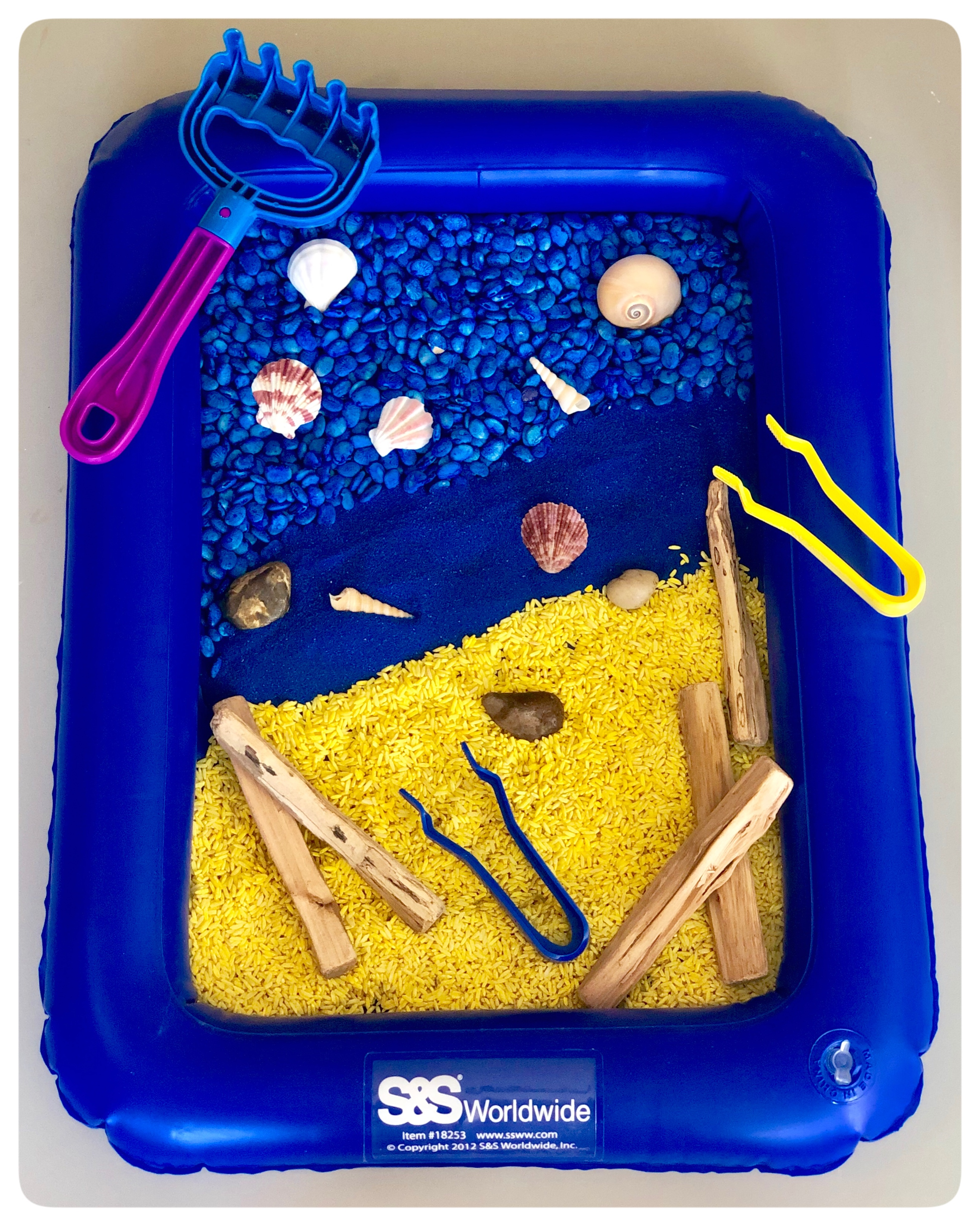 🌊 Ocean Sensory Bin 🐚 .Looking for a fun and simple activity for your kiddos this summer? Create an ocean inspired sensory bin 🐚 Did you know you can dye food you have right now in your kitchen?