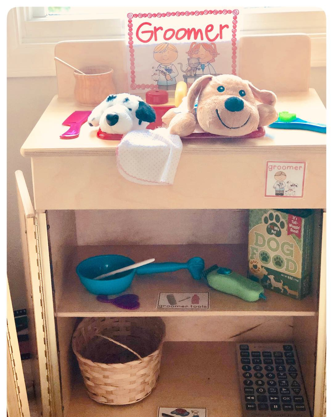 🐕 Pet Store🐈  Our Dramatic Play center has transformed into a Pet Store. They will be learning through play as they write their shopping lists, read labels on the shelves, and price tags as they shop. There's even an adoption center to pick a pet of their own.  Children are building so many skills during pretend play including social, emotional, math, reading, and writing.