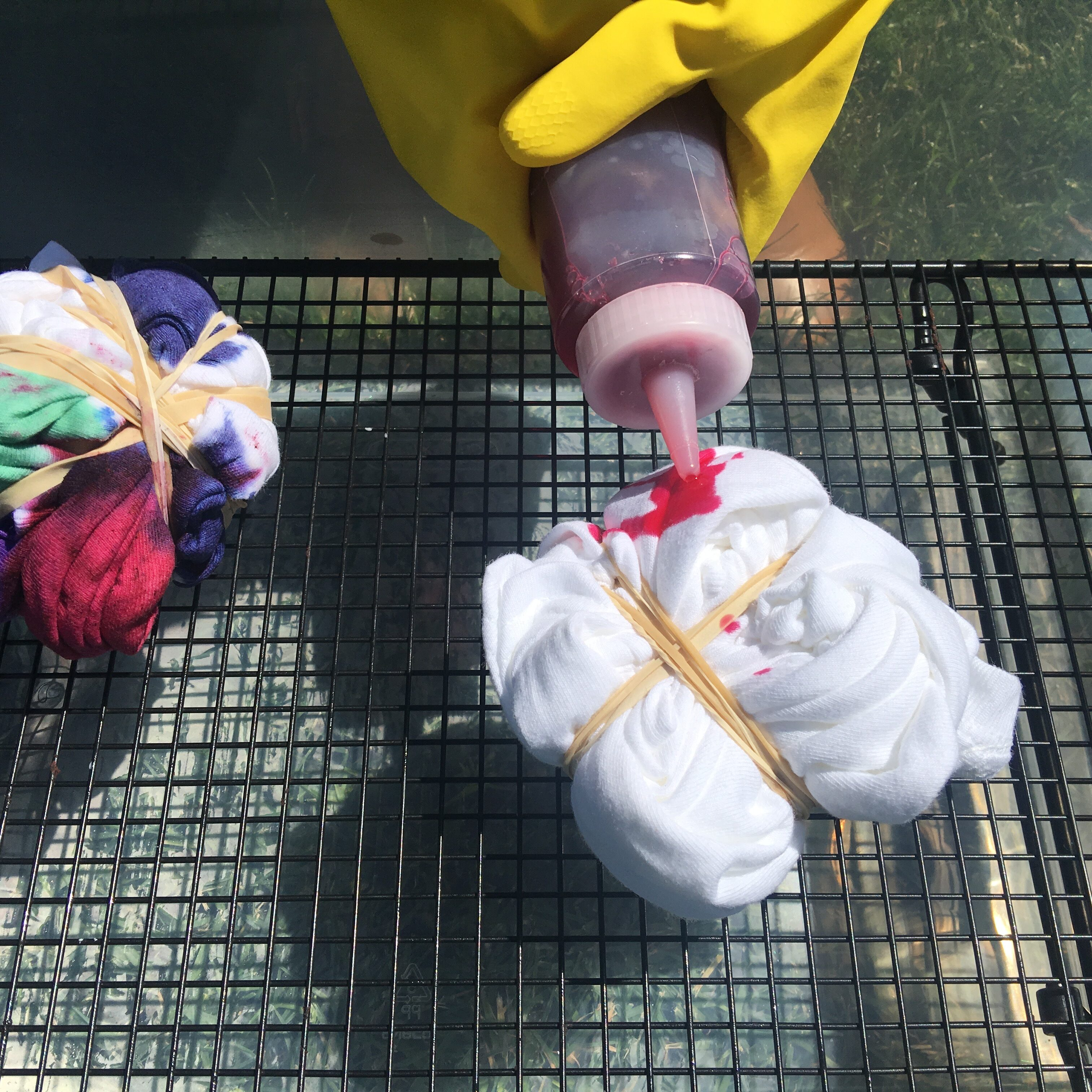 How to Tie-Dye shirts:  great summer time activity for preschoolers, pre-k, elementary and teens!  When you try this at home, be sure to tag us and let us know how yours turned out #how2playtoday @how2playtoday
